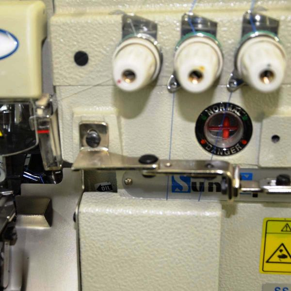 Máquina Costura Industrial Overlock Motor Direct Drive SS8803-DW Sun Special